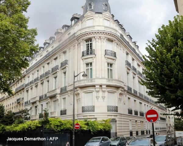 Libro Nero La Casa di Jeffrey Epstein a Parigi